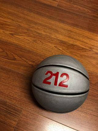 Balón de baloncesto de Carolina Herrera