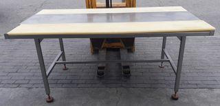 MESA CON TABLAS DE CORTE 115x200x90