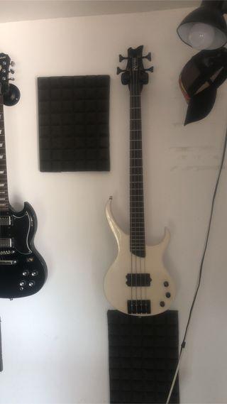 Kramer disciple bass pearl white