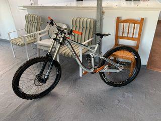 Bicicleta de descenso radon swoop 200