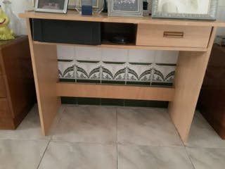 Mesa escritorio con cajón.
