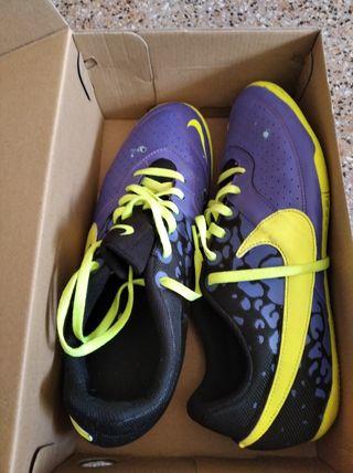 zapatillas Nike muy nuevas