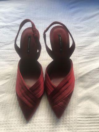 Zapatos de tacón alto Zara rojos