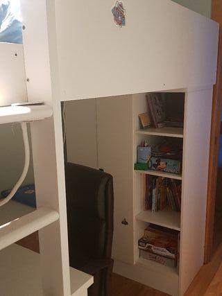 cama alta de niño con armario y escritororio