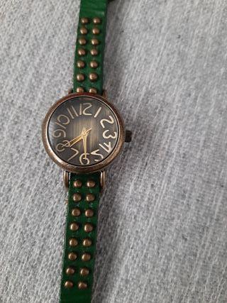 Reloj chica con tachas