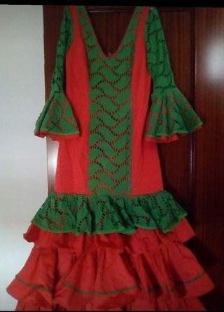 traje de flamenca y dos faldas rocieras