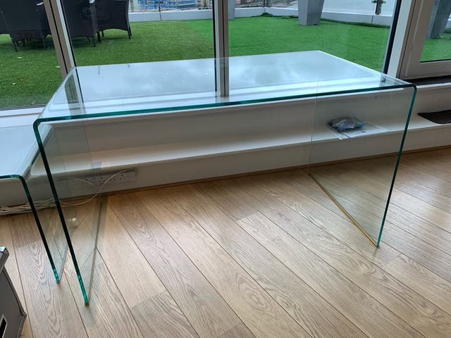 Tempered glass desk / table
