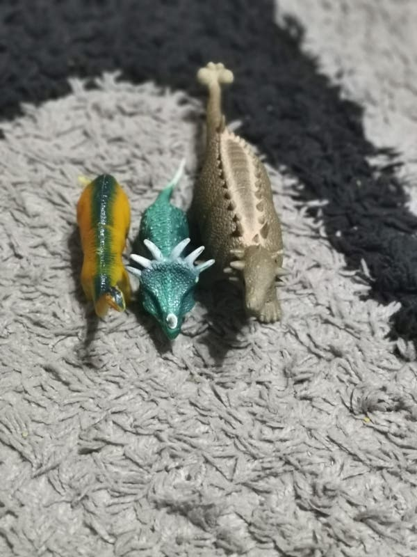 trois petits dinosaures