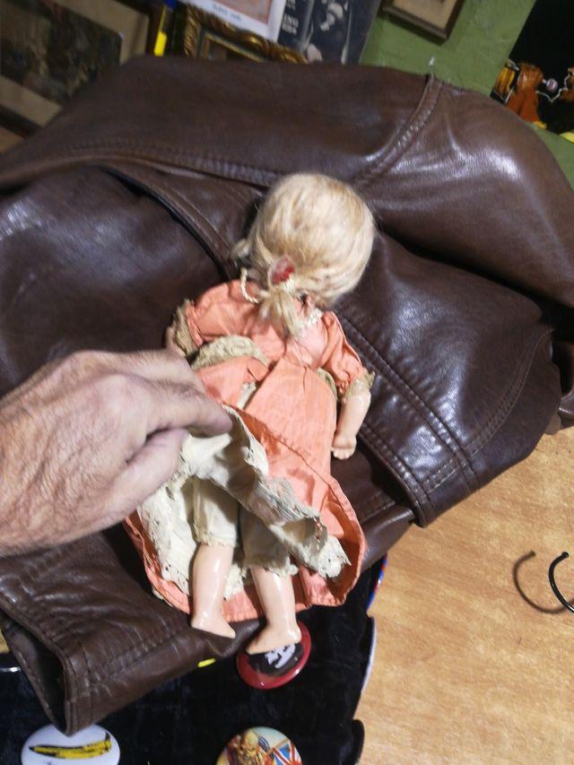 Antigua muñeca de porcelana ojos durmientes