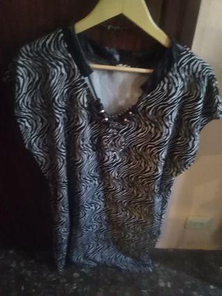 Vestido negro y blanco sin mangas poco uso