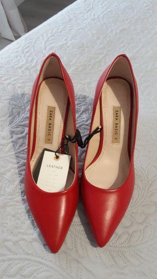zapatos rojos de tacón Zara