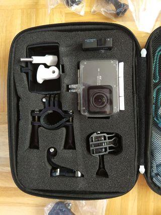 Xiaomi Yi Action Cam con accesorios