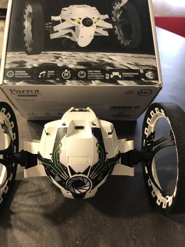 Dron parrot jumping sumo