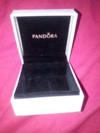 Caja y bolsa Pandora