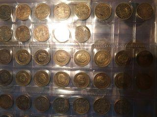 17 monedas de 1 peseta de 1947 y 7 del 1944