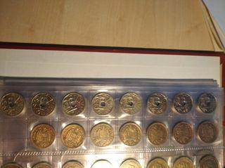 6 monedas de 50 céntimos de peseta y 4 peseta del