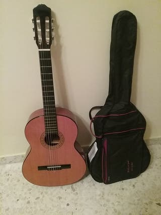 guitarra flamenca con funda