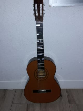 guitarra admira monica