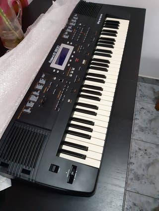 Piano electrónico