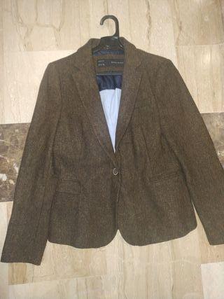 chaqueta zara con coderas