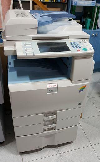 Fotocopiadora Ricoh Aficio MP C2051