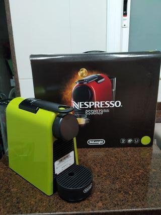 Cafetera Nespresso Essenza mini DeLonghi