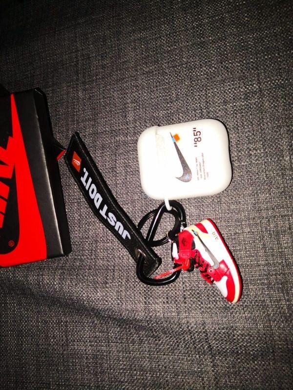 étui protection pour Airpods avec porte clés Nike