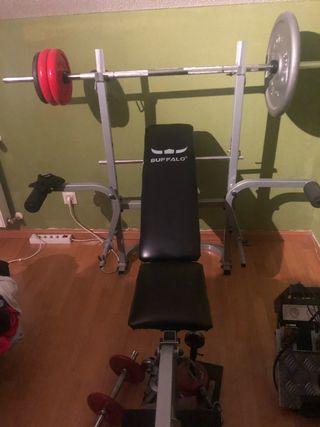 Banco de pesas y musculación