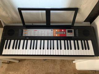 Piano, teclado, órgano portátil Yamaha PSR F50