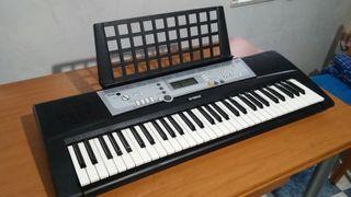 Piano YAMAHA YPT-200