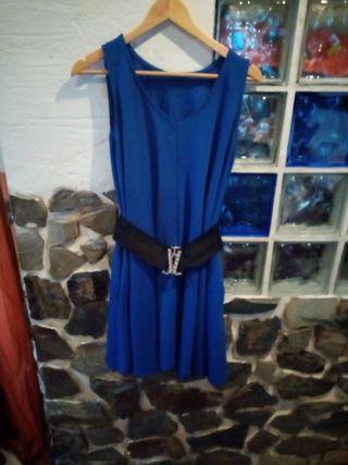 vestido color azul con o sin cinturon.