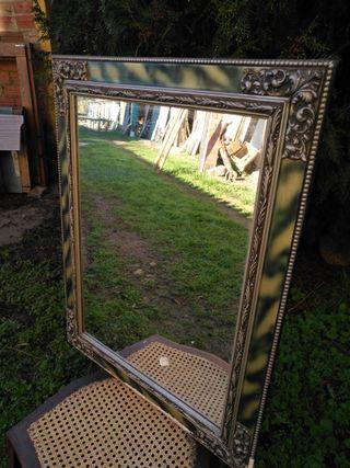 Espejo con marco verde y plata