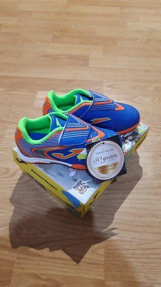 Zapatos de fútbol niño. Joma. 26