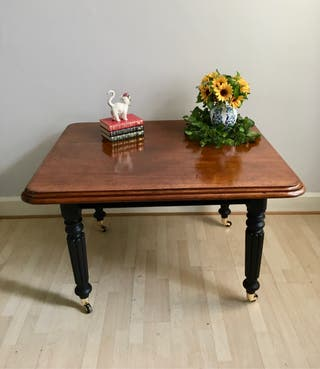 Antique Victorian Mahogany Dinning Table