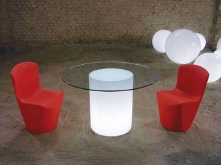 Mesas con iluminacion realizadas en rotomoldeo
