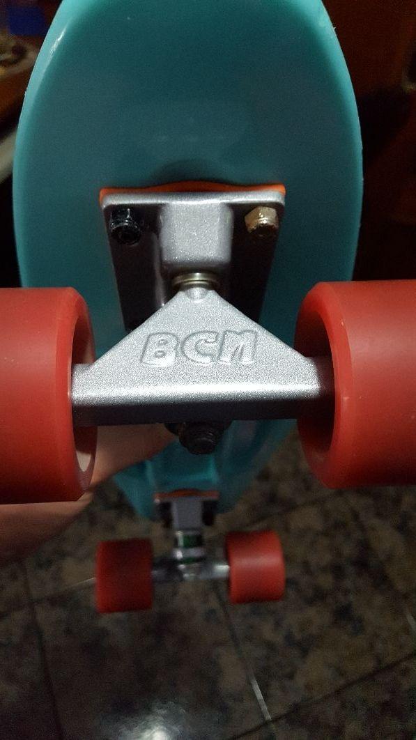 Monopatin BCN board cruiser.