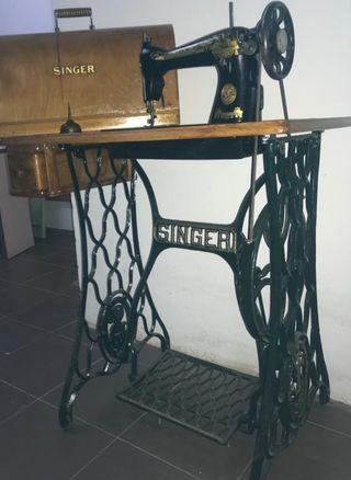 Máquina de cose antigua SINGER