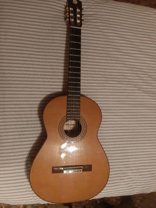 Guitarra Clásica Admira Soledad Tapa Maciza
