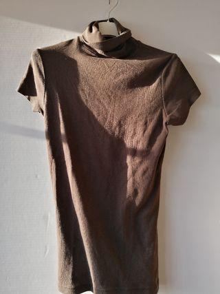 Camiseta marrón. TM. Zara