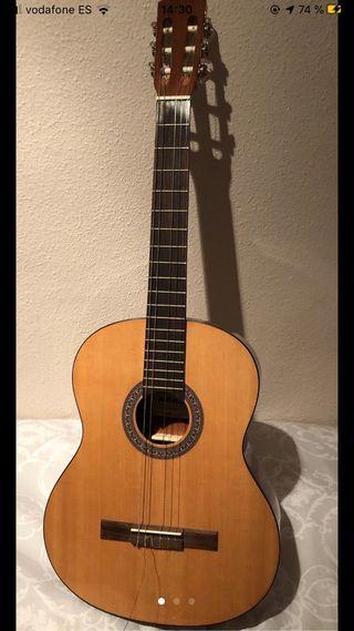 Guitarra española completamente nueva