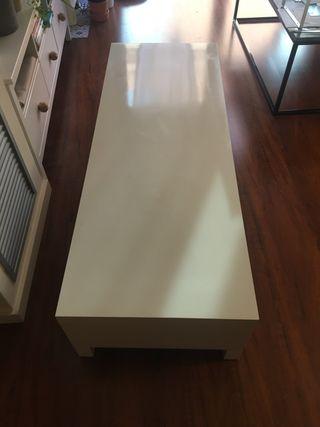 Mueble blanco para TV . Ikea de la coleccion lack.