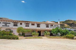 Hotel en venta en Casarabonela