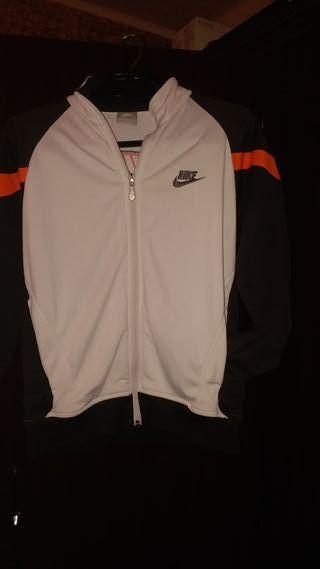 Chaqueta Nike.