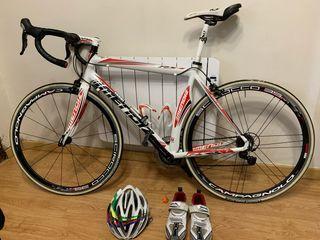 Bicicleta talla 54 casco y botas