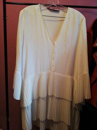 vestido falda y mangas plisada