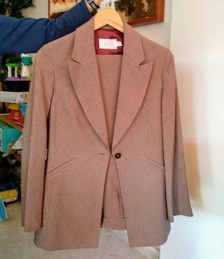 Traje de chaqueta y pantalón talla 38