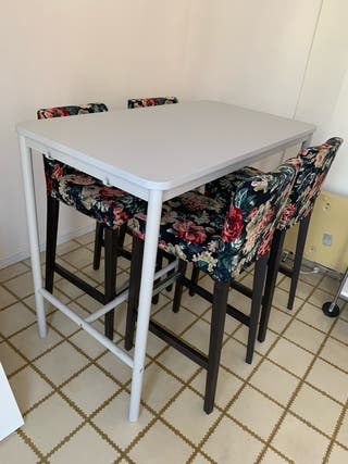Mesa alta + 4 taburetes altos Ikea