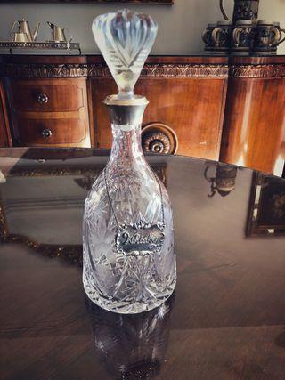 Botella antigua de cristal tallado y plata Licor