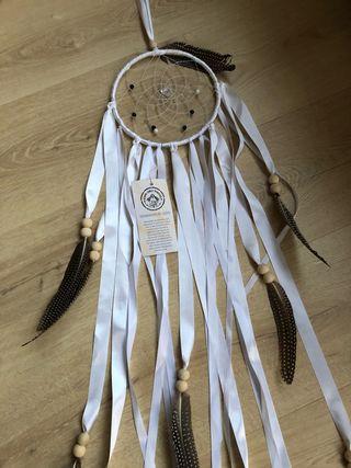Atrapasueños con plumas naturales hecho a mano