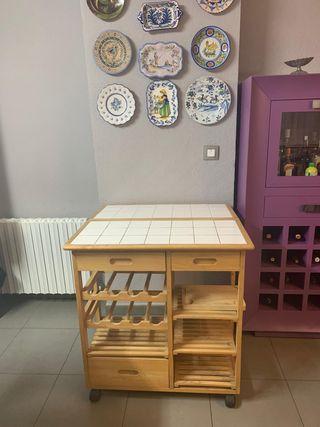Mesa auxiliar de cocina con botellero